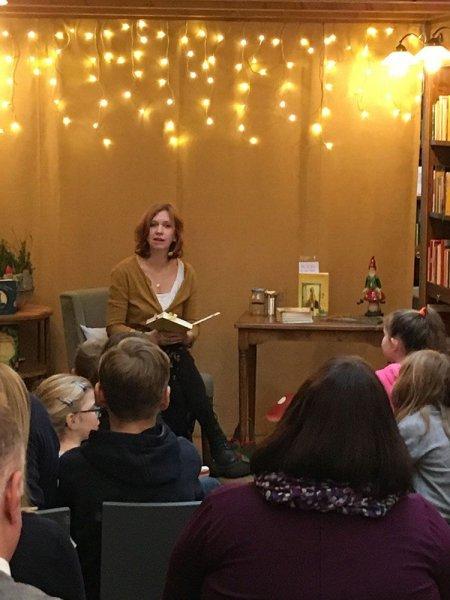 """Kinderbuchautorin Sabine Bohlmann mit """"Und plötzlich war Frau Honig da"""" am 090219"""
