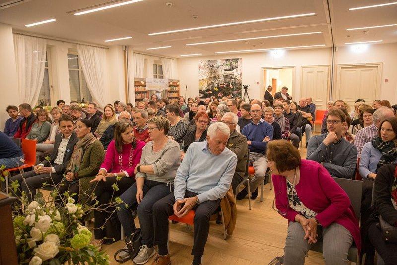 Voller Saal beim Vortrag Das Geheime  Leben der Bäume