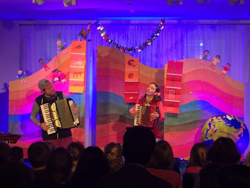 """""""Mein Land – Dein Land"""" Kindertheater Radelrutsch am 18.10.17"""