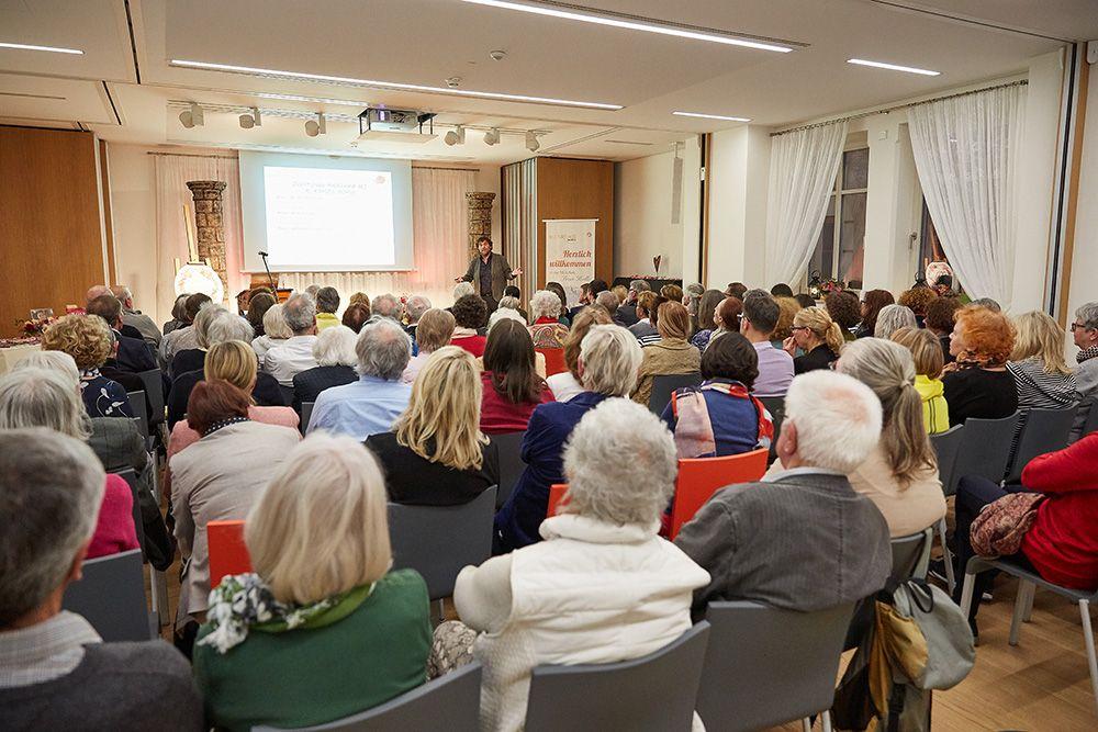 Vortrag des Rosenzüchters der Carmen Würth Rose, Thomas Proll